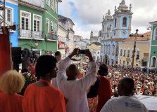Dia de Santa Bárbara reúne milhares de devotos no Pelourinho
