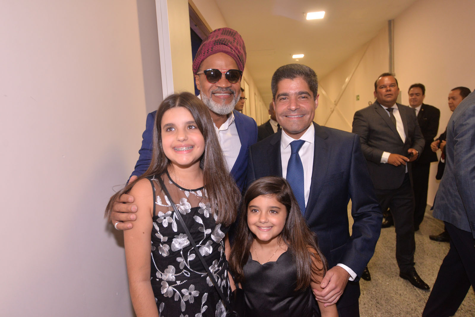 Carlinhos Brown com ACM Neto, Lívia e Marcela Magalhães