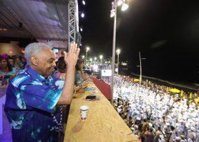 Gilberto Gil acompanha desfile dos Filhos de Gandhy no Camarote Expresso 2222