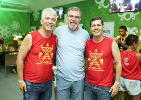 Claudio Tinoco e Henrique Carballal curtem segunda-feira do Nana