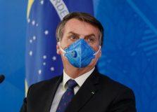 Bolsonaro revoga trecho de MP que permitia suspender salários