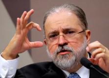 Augusto Aras confronta STF e diz que Bolsonaro pode decidir fim do isolamento social
