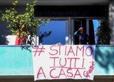 Italiana de 102 anos recebe alta de hospital no mesmo dia que o neto de 2