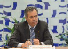 """""""Até os rumores tornarem-se realidade, sigo na presidência do PDT"""", diz Félix Mendonça Jr."""