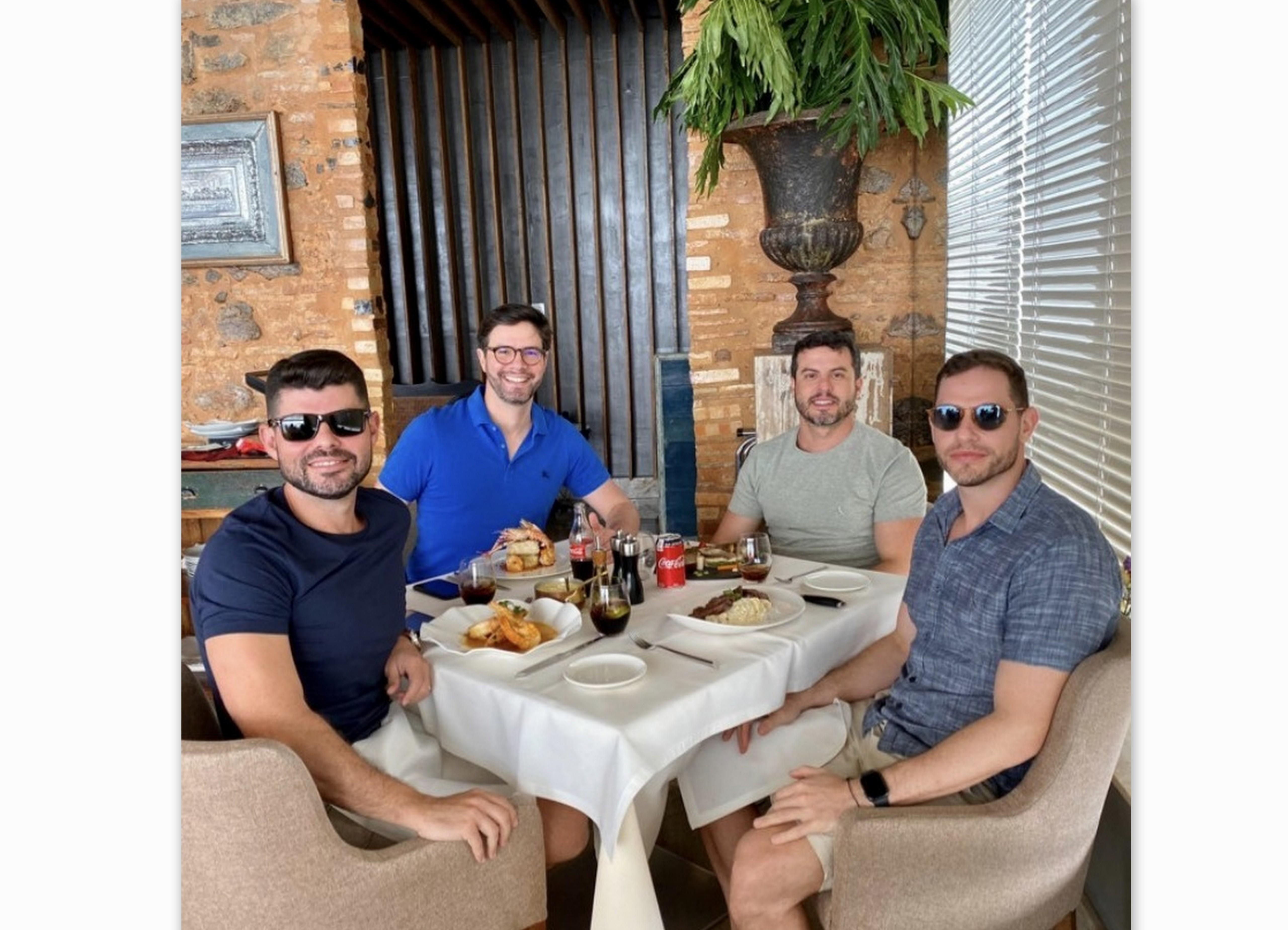Rafael Lomes, Rodrigo Guedes, Fábio Nunes e Valmir Jr., no Restaurante Mistura.