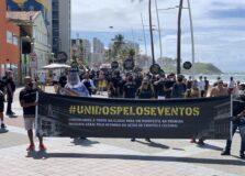 Profissionais do entretenimento fizeram manifestação no Farol do Barra