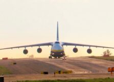 Segundo maior avião de carga do mundo pousa em Salvador