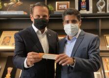 João Doria e ACM Neto rebatem Bolsonaro sobre vacina chinesa