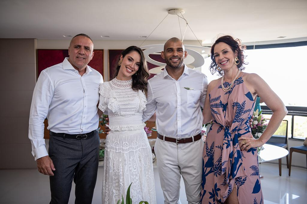 Ana Carolina Porto e Flávio Simas com Sandro Romay e Rosa Porto, pais da noiva
