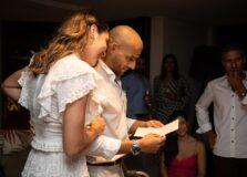 Ana Carolina Porto e Flávio Simas celebraram casamento no civil reunindo familiares e amigos de infância