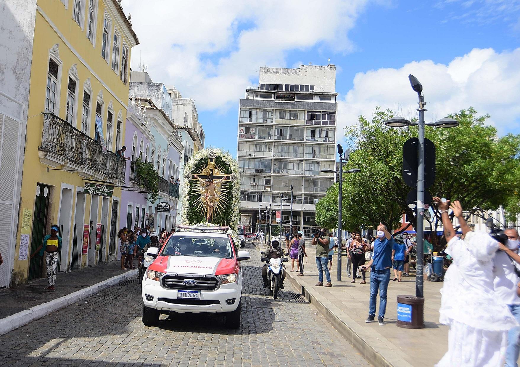 Imagem do Senhor do Bonfim em cortejo pelas ruas de Salvador