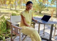 De férias na Bahia, Alice Ferraz terá compromisso profissional em Salvador