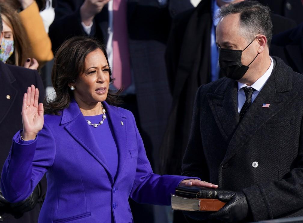 Kamala Harris presta juramento como vice-presidente dos EUA