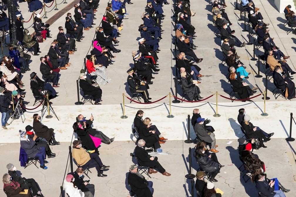 Pessoas assistem a posse de Joe Biden