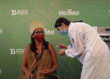 Saiba quem é a baiana que foi 1ª mulher indígena vacinada contra Covid-19 no Brasil