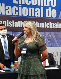 Em Brasília, Débora Santana participa de evento da União dos Vereadores do Brasil