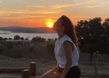 Claudia Leitte aproveita final de semana na fazenda